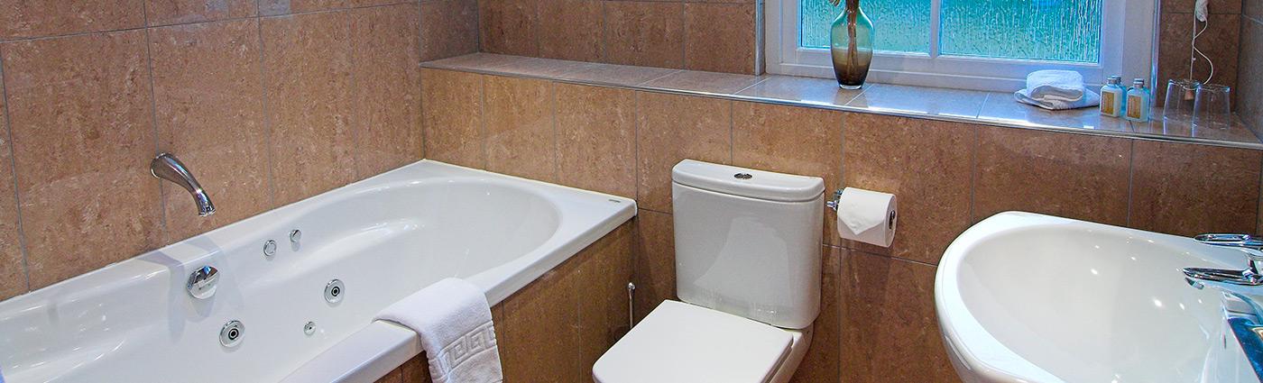 Tioram Bathroom